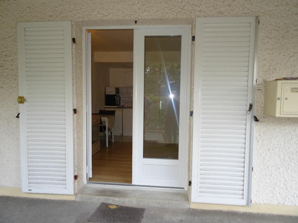 Appartement à louer 1 14.18m2 à Alençon vignette-2