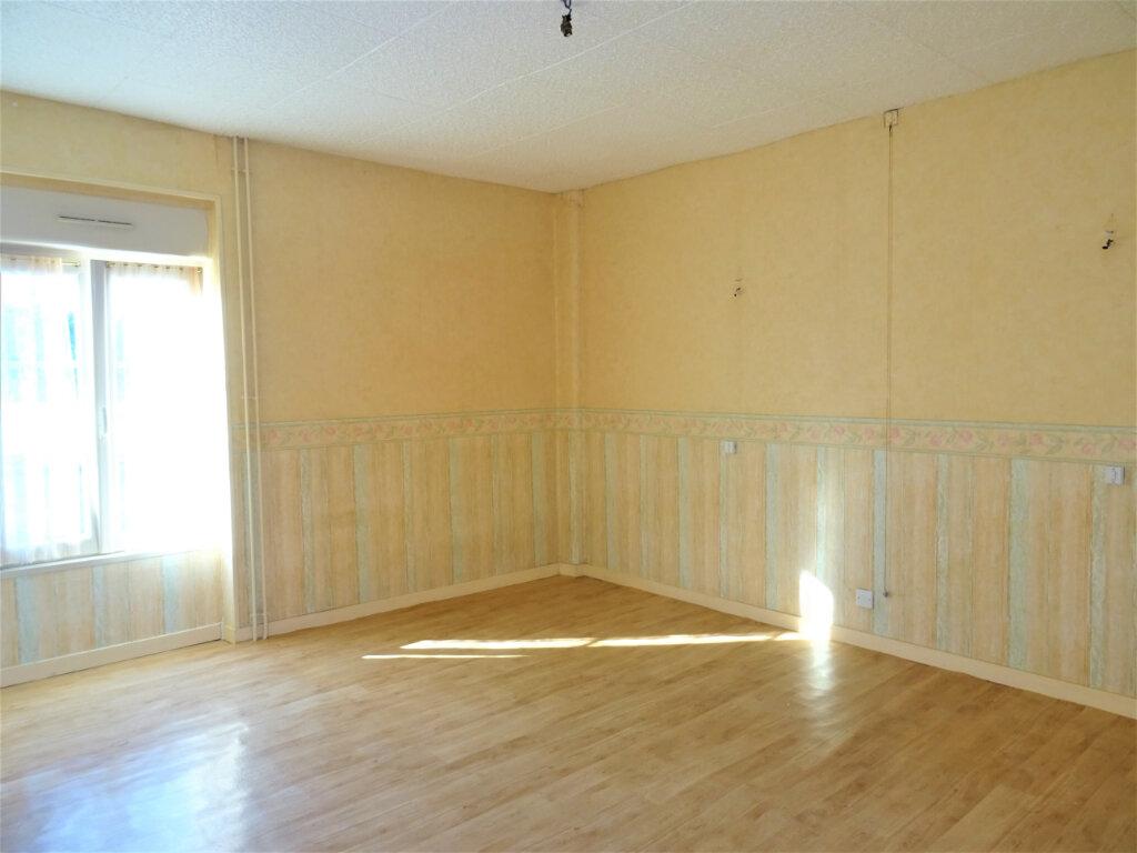 Maison à vendre 4 80m2 à Rouessé-Fontaine vignette-3