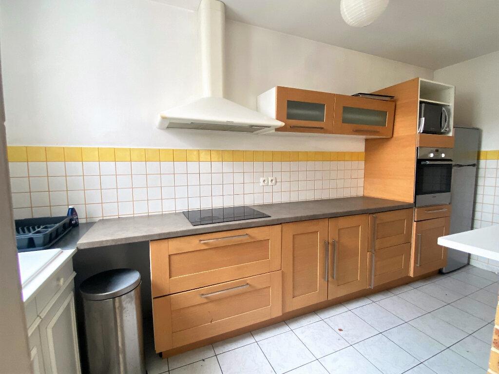Appartement à louer 4 99.6m2 à Alençon vignette-3