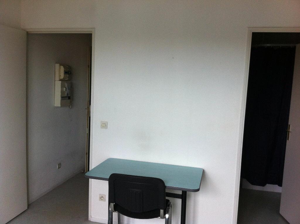 Appartement à louer 1 17.64m2 à Lille vignette-2