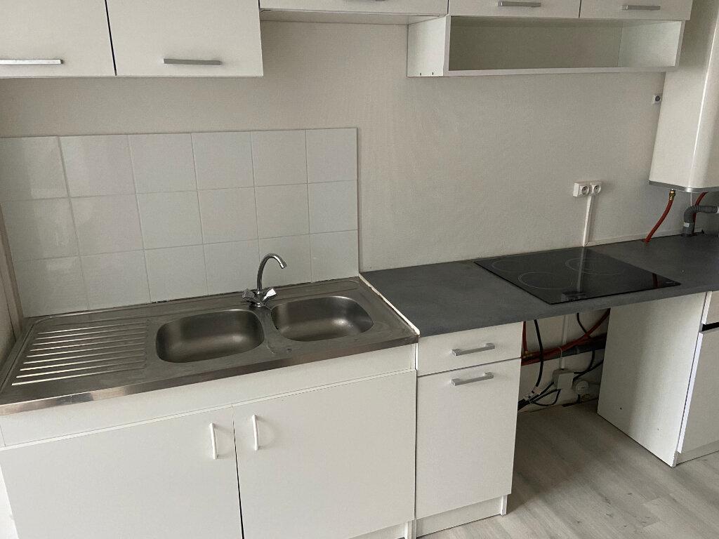 Appartement à louer 2 51.99m2 à Lille vignette-2
