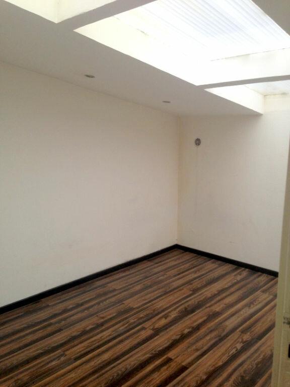 Appartement à louer 2 51.99m2 à Lille vignette-4