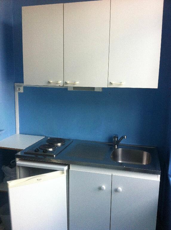 Appartement à louer 1 11.79m2 à Lille vignette-4