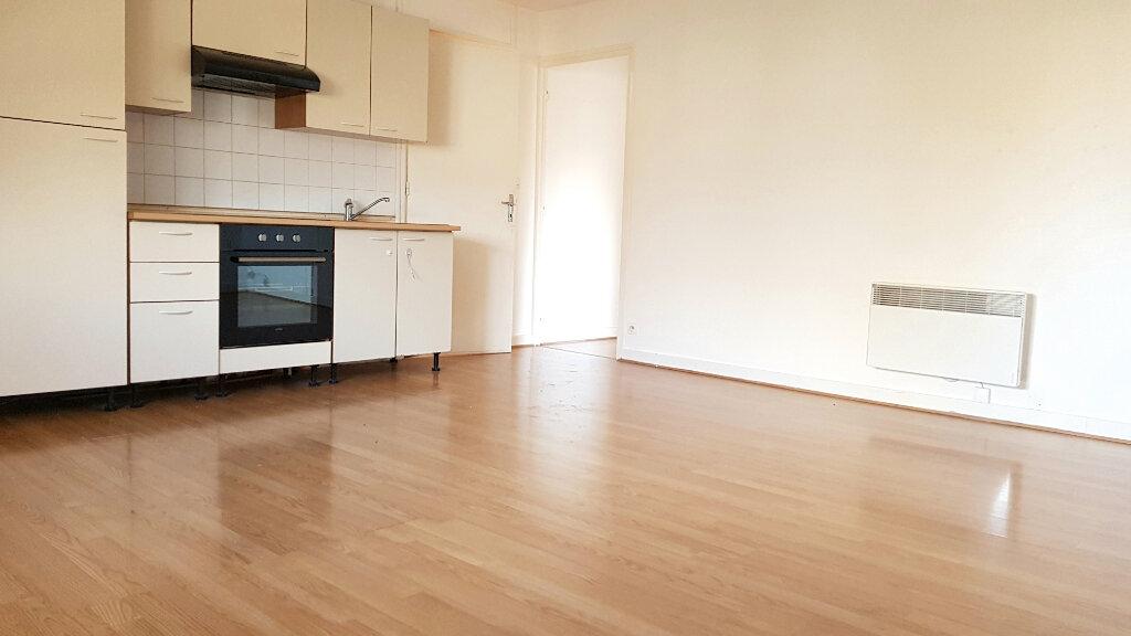 Appartement à louer 3 66.7m2 à Tourcoing vignette-3