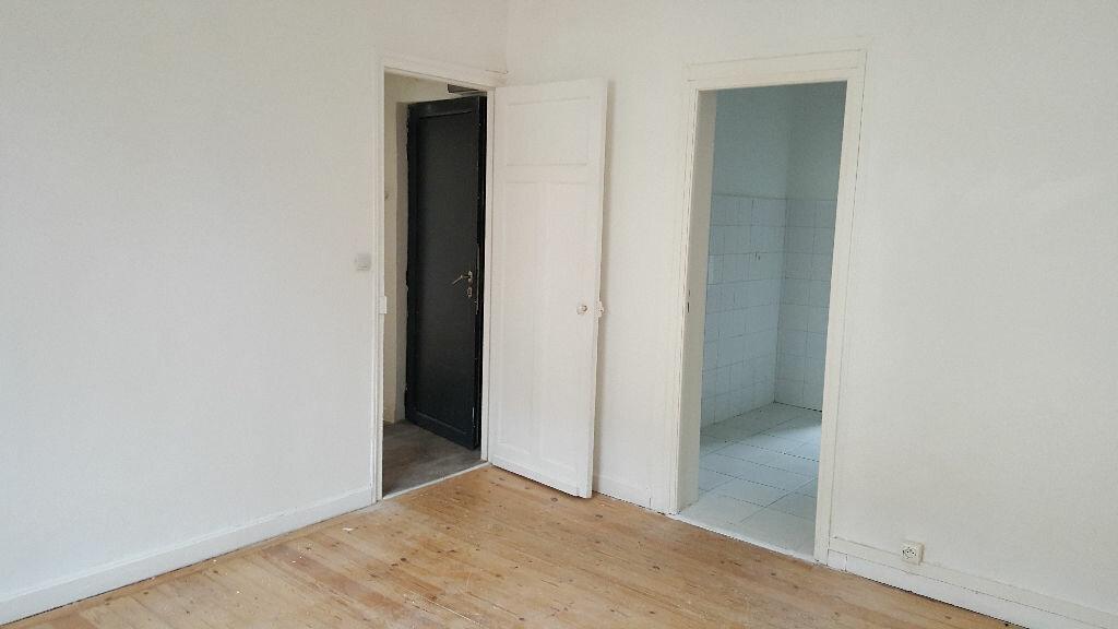 Appartement à louer 3 48.31m2 à Lille vignette-1