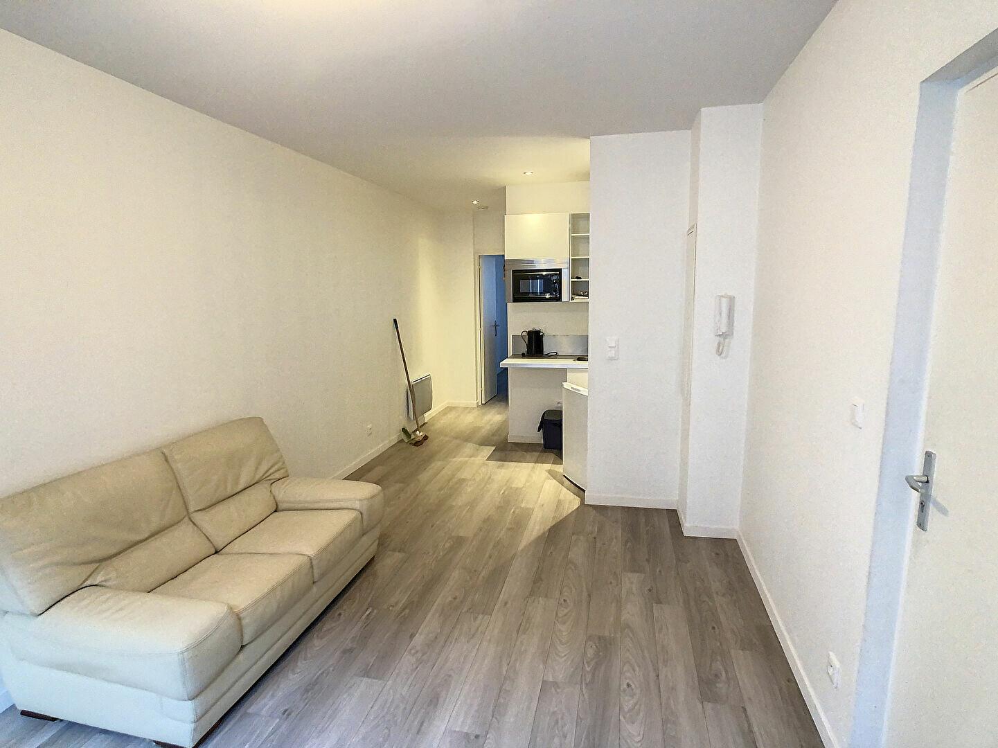 Appartement à louer 2 31.12m2 à Lille vignette-2
