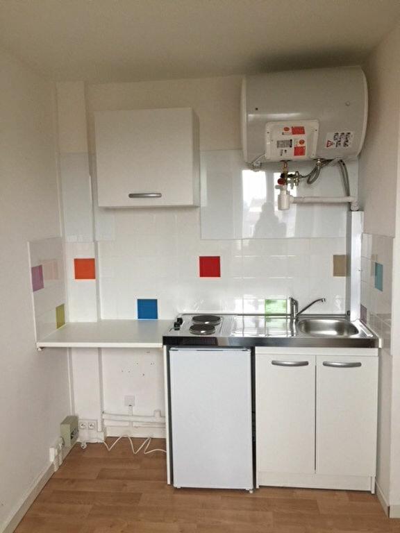 Appartement à louer 1 10.01m2 à Lille vignette-1