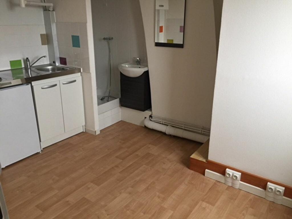 Appartement à louer 1 10.01m2 à Lille vignette-2