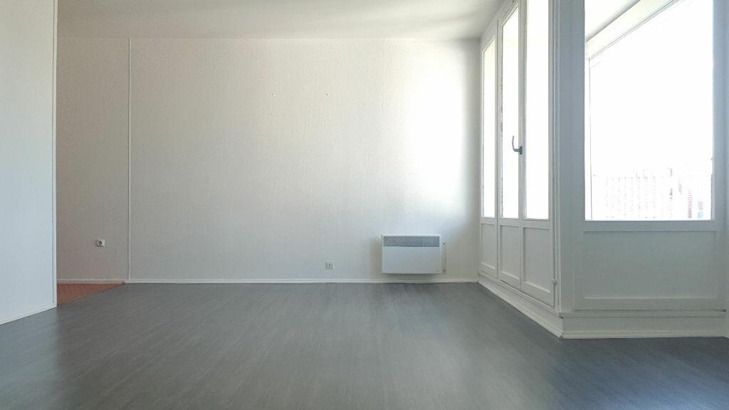 Appartement à louer 1 34.47m2 à Lille vignette-1