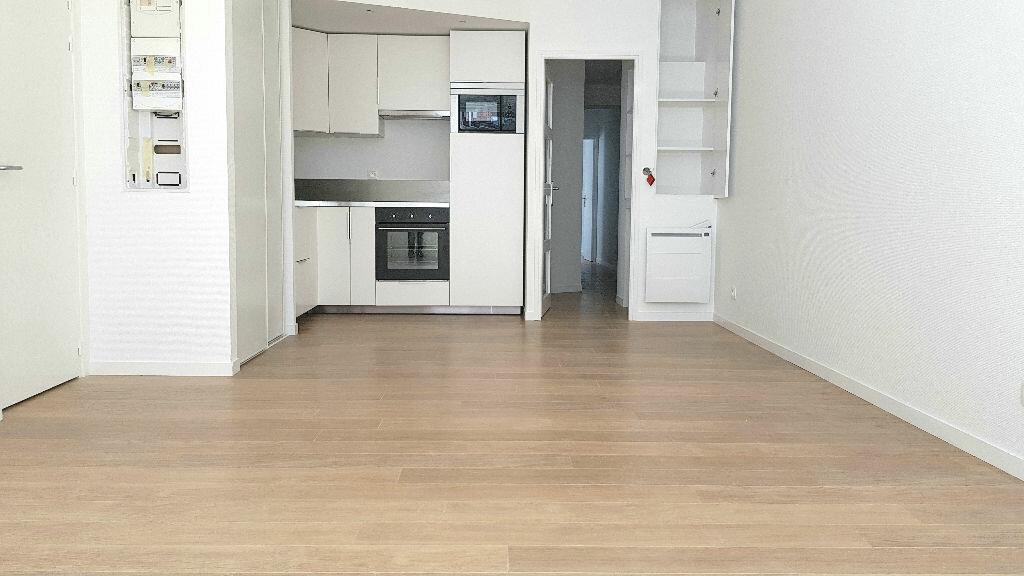 Appartement à louer 3 58m2 à Faches-Thumesnil vignette-1
