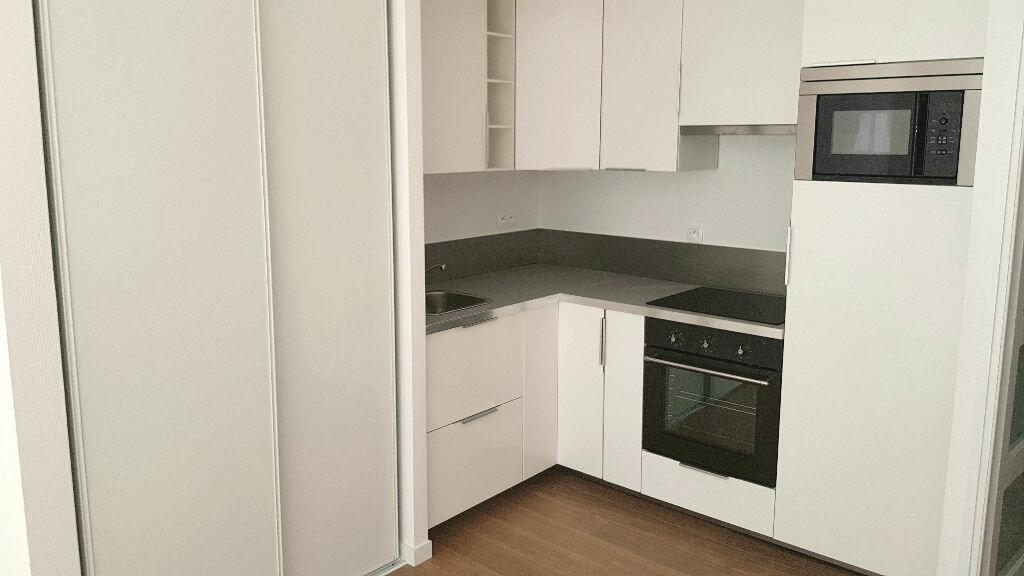 Appartement à louer 3 58m2 à Faches-Thumesnil vignette-2