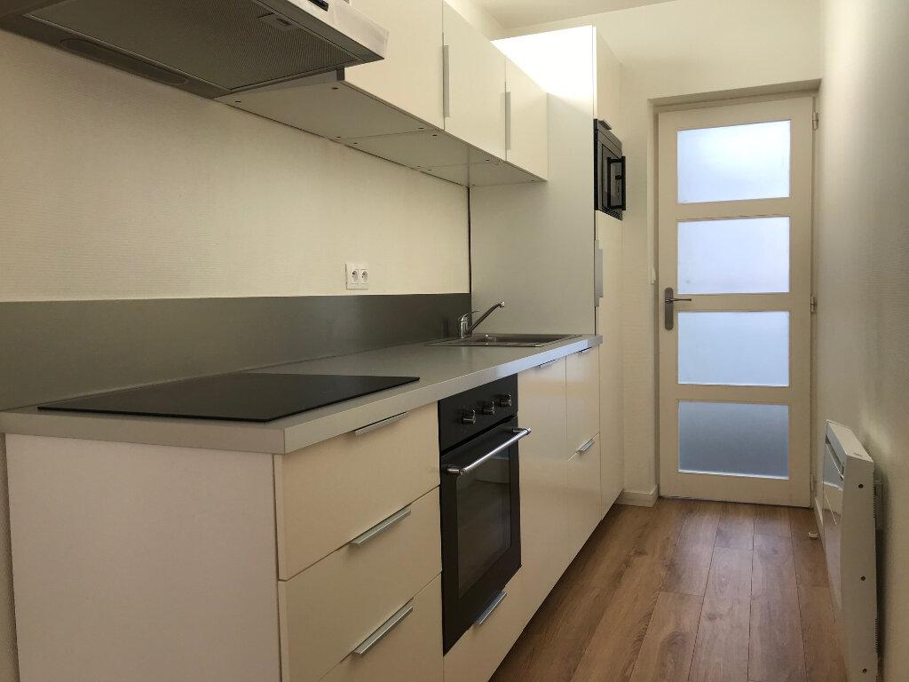 Appartement à louer 3 55m2 à Faches-Thumesnil vignette-1