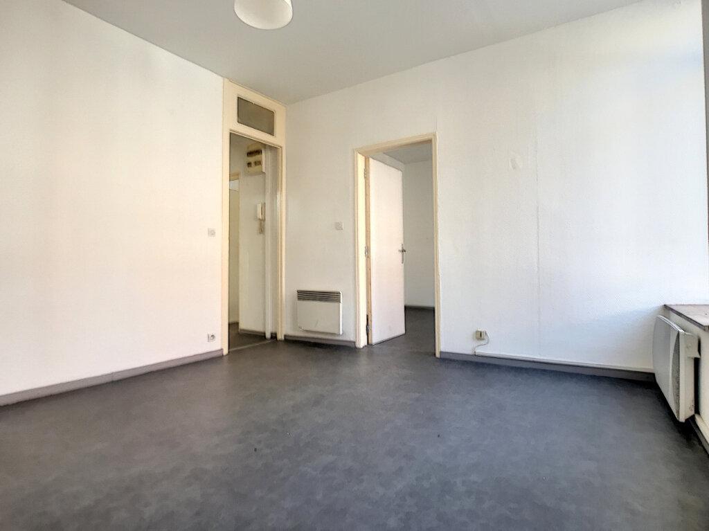 Appartement à louer 3 53.36m2 à Lille vignette-3