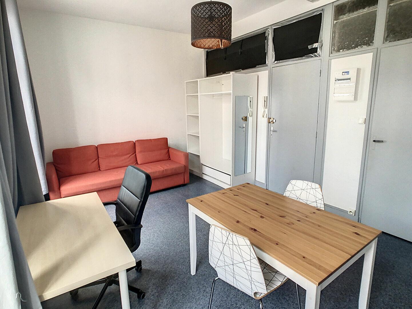 Appartement à louer 1 22.5m2 à Lille vignette-1