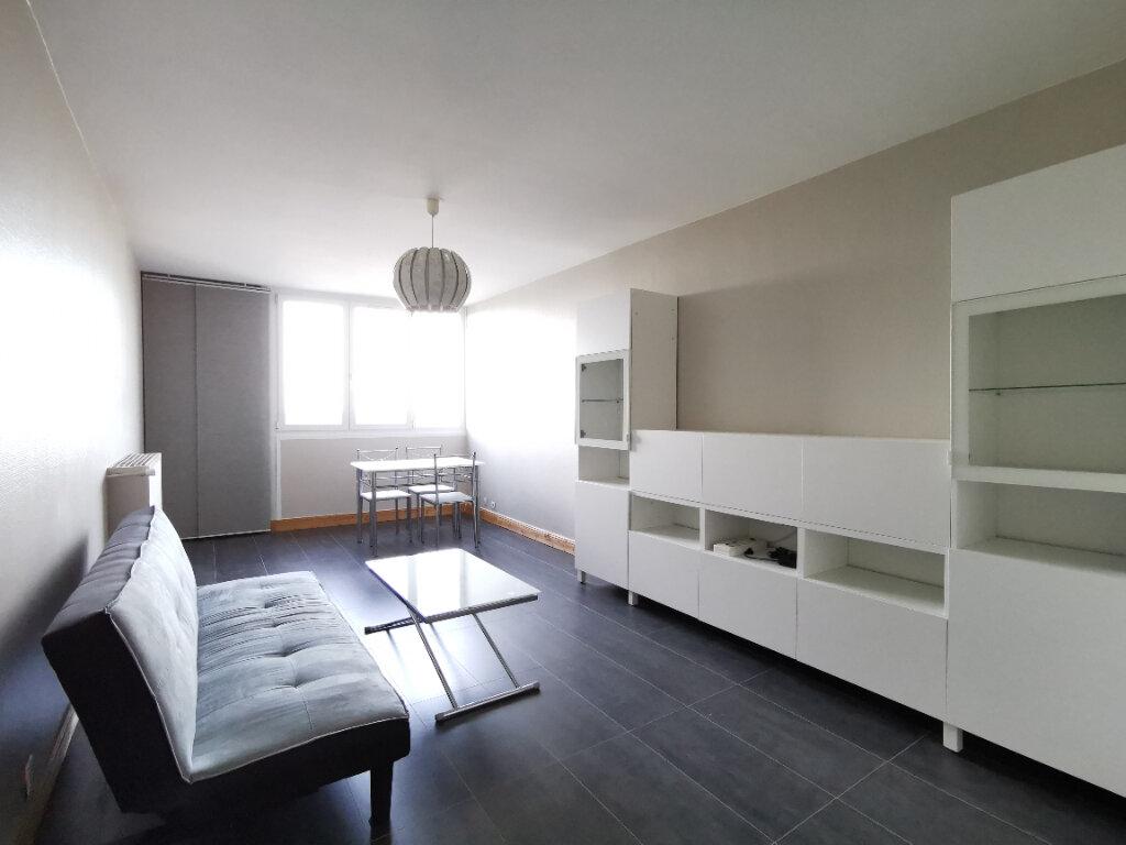 Appartement à louer 2 58.38m2 à Mons-en-Baroeul vignette-1