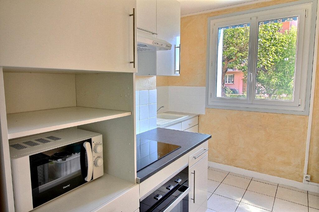 Appartement à louer 3 54m2 à Roanne vignette-1