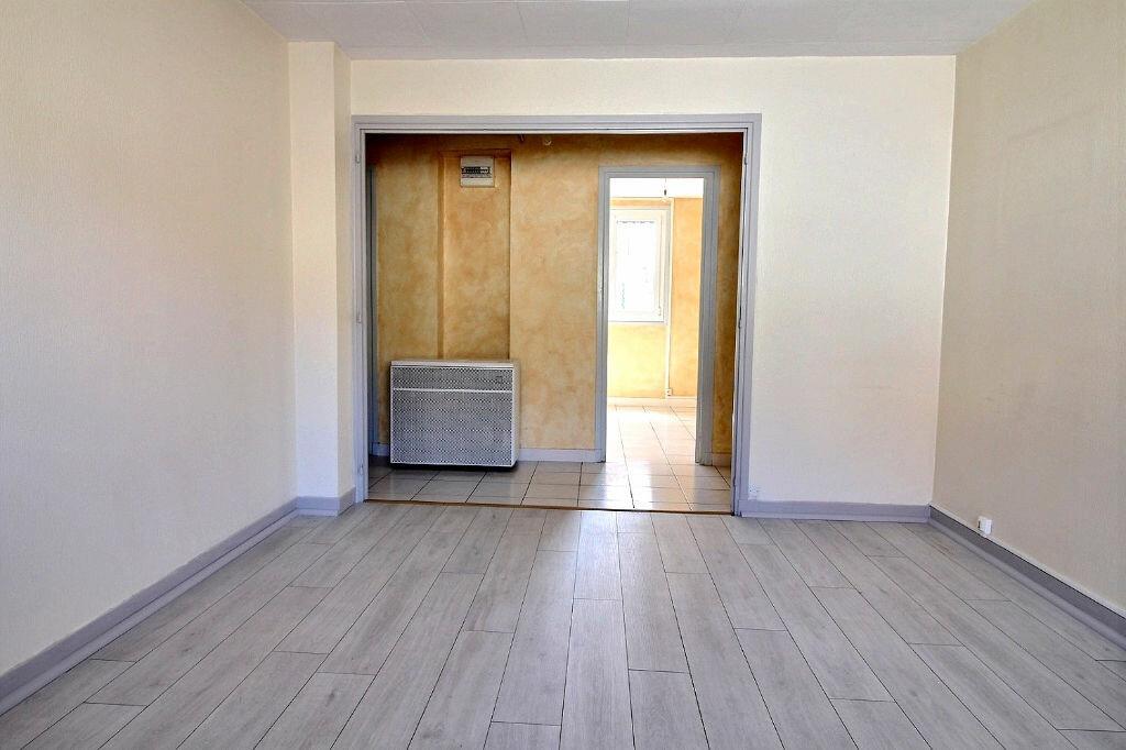 Appartement à louer 3 54m2 à Roanne vignette-2