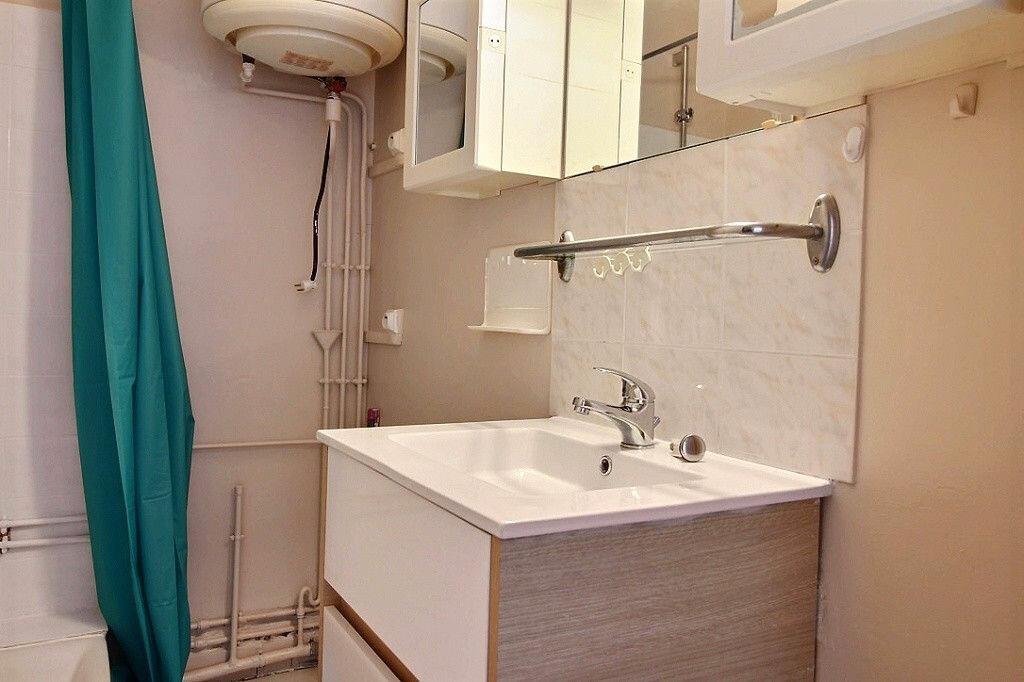 Appartement à louer 3 54m2 à Roanne vignette-5