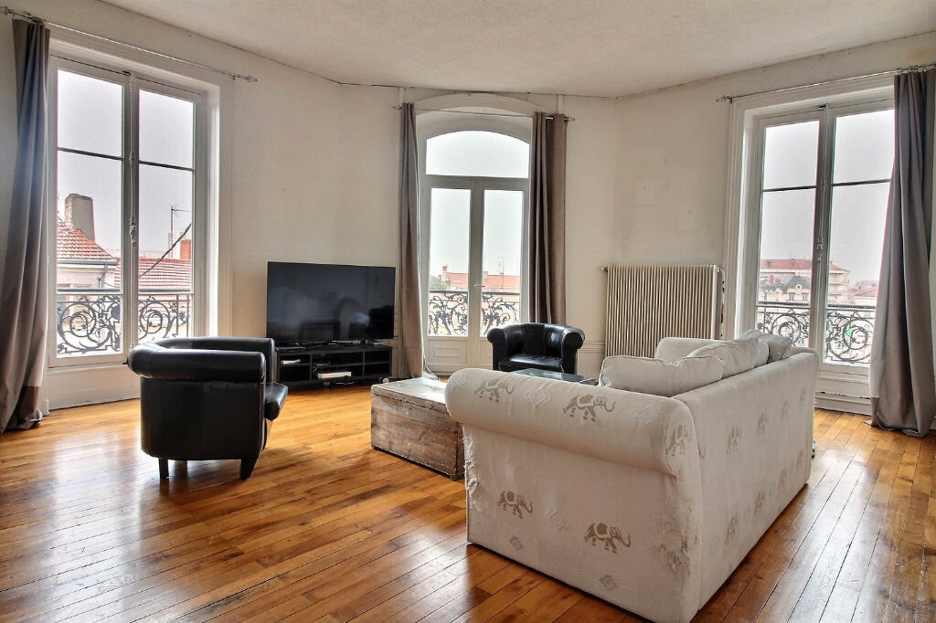 Appartement à louer 6 216m2 à Roanne vignette-1
