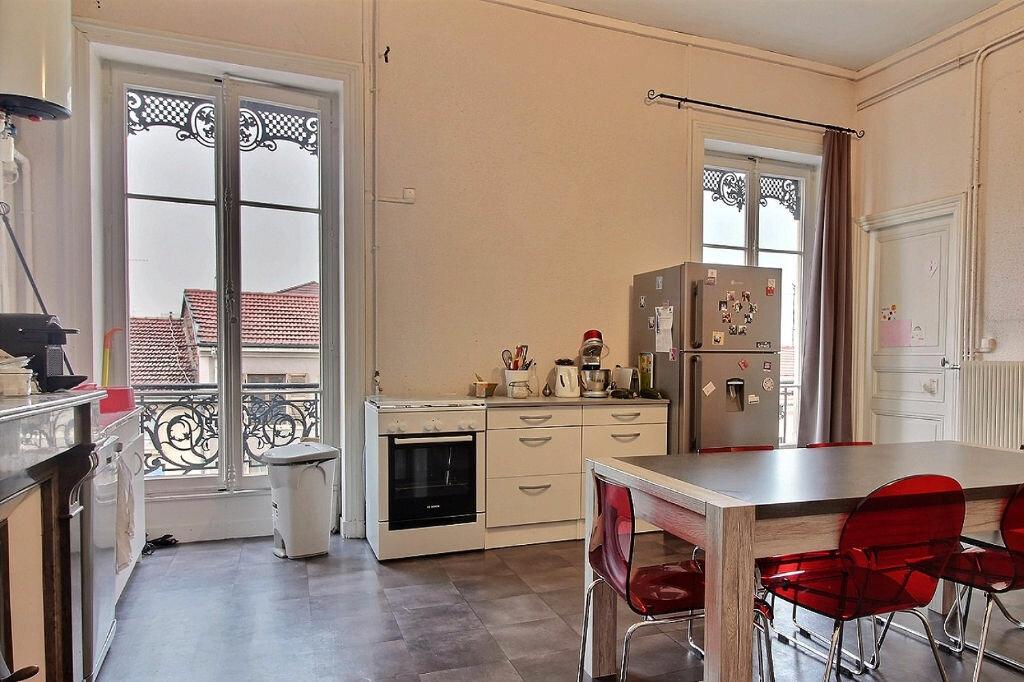 Appartement à louer 6 216m2 à Roanne vignette-2