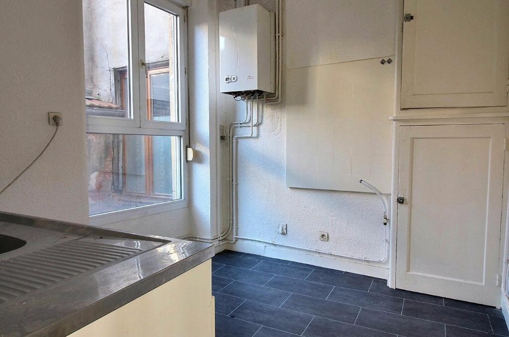 Appartement à louer 3 50.01m2 à Roanne vignette-2