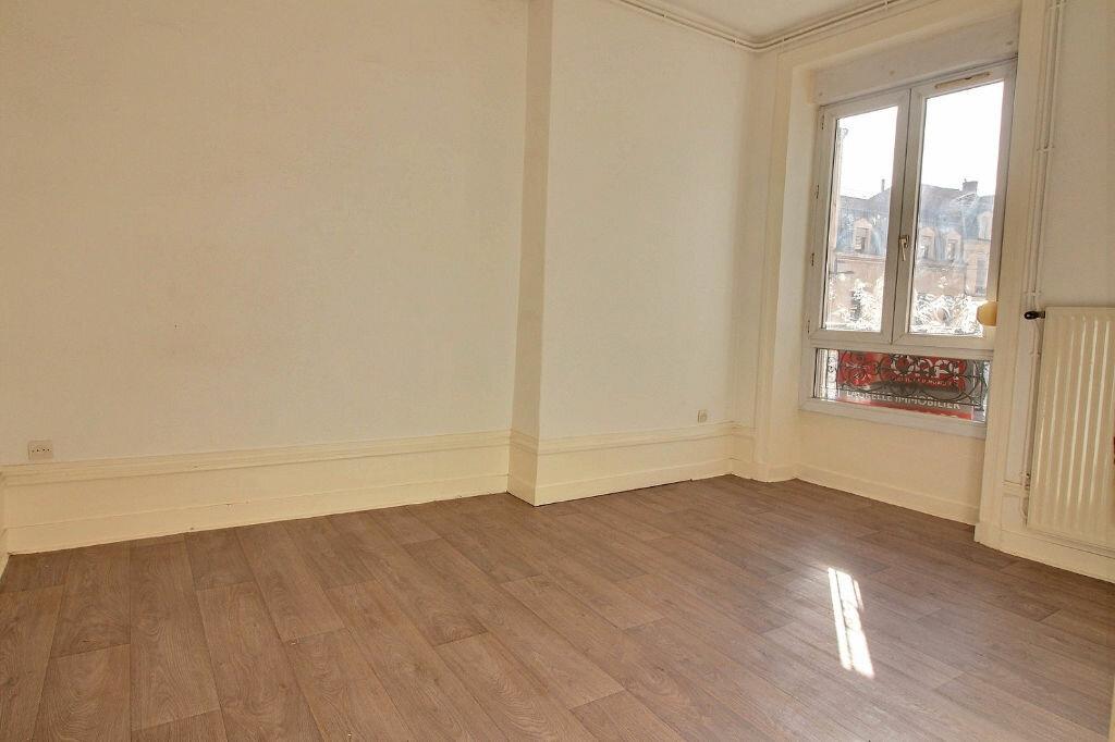 Appartement à louer 3 50.01m2 à Roanne vignette-3