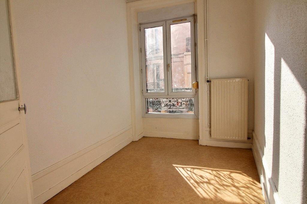 Appartement à louer 3 50.01m2 à Roanne vignette-4
