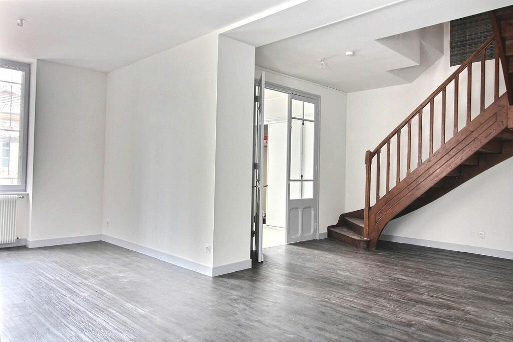 Appartement à louer 5 115m2 à Roanne vignette-1