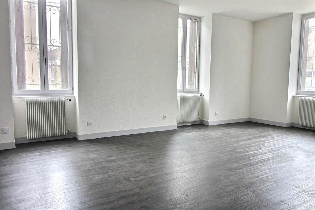 Appartement à louer 5 115m2 à Roanne vignette-2