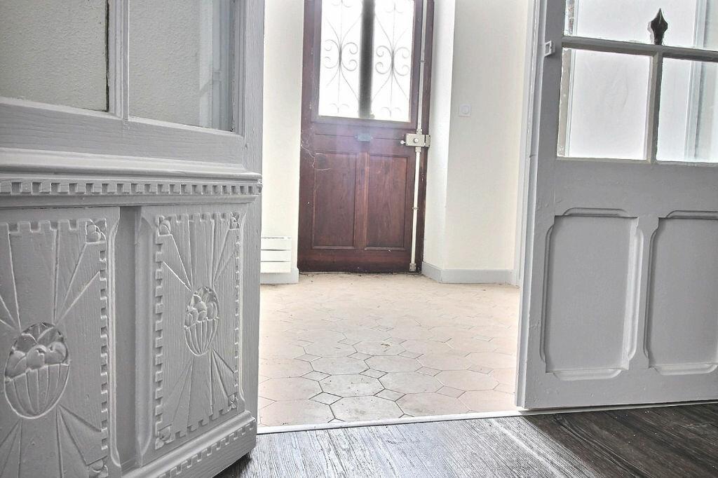 Appartement à louer 5 115m2 à Roanne vignette-3