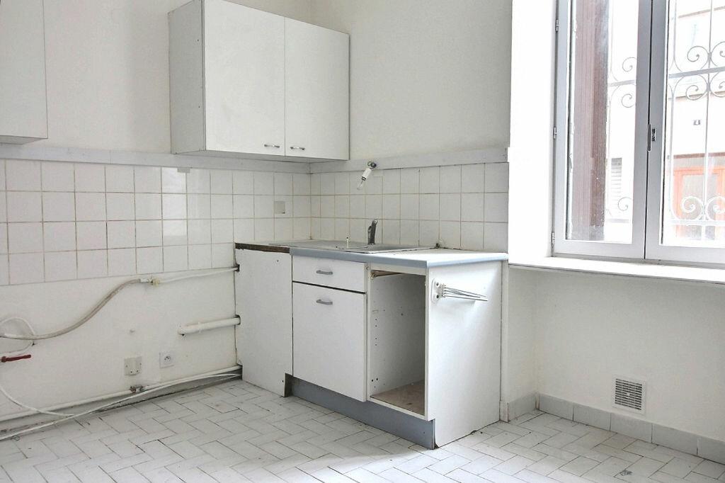 Appartement à louer 5 115m2 à Roanne vignette-4