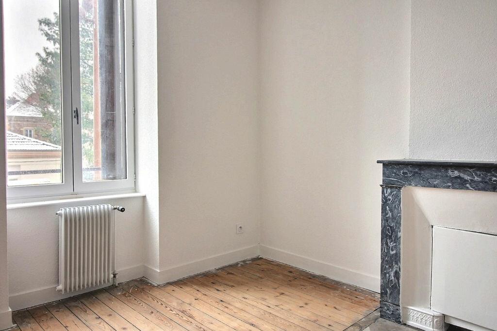 Appartement à louer 5 115m2 à Roanne vignette-5