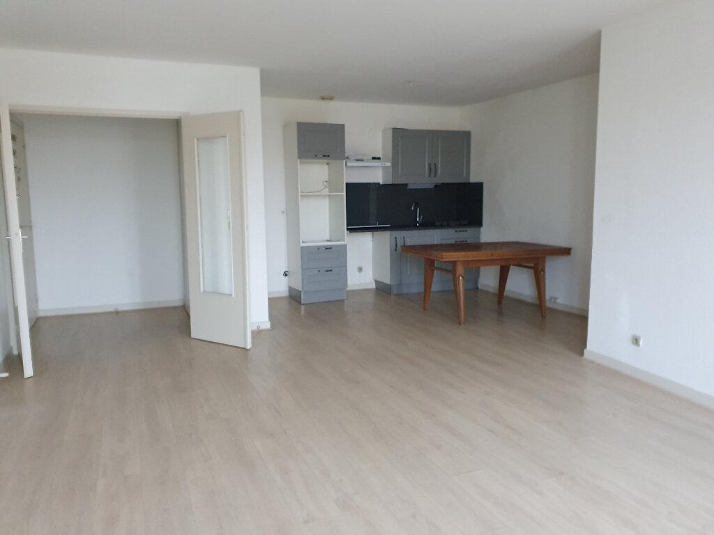 Appartement à louer 3 60m2 à Roanne vignette-1