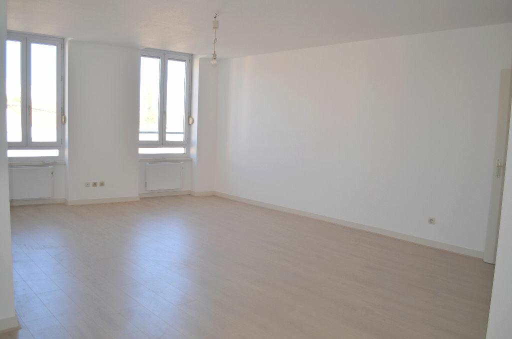 Appartement à louer 3 60m2 à Roanne vignette-2