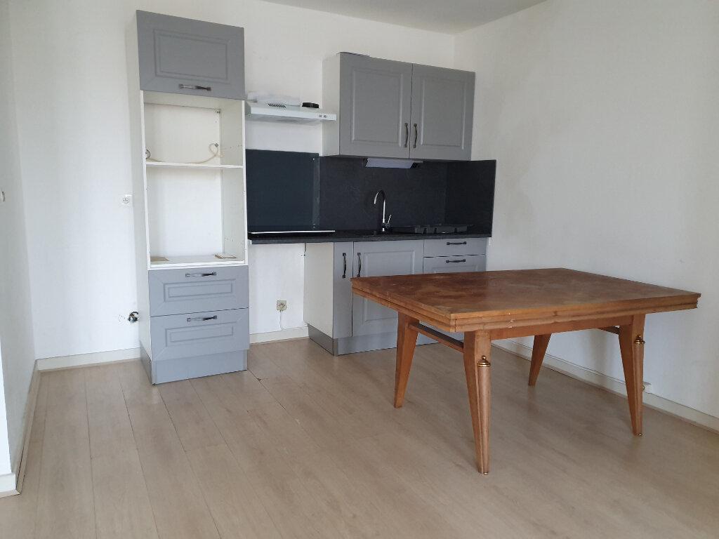 Appartement à louer 3 60m2 à Roanne vignette-4