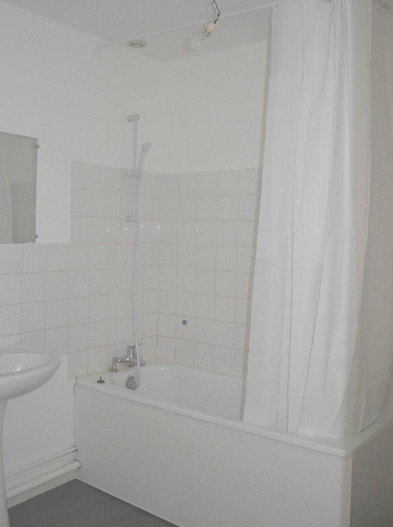 Appartement à louer 3 60m2 à Roanne vignette-5