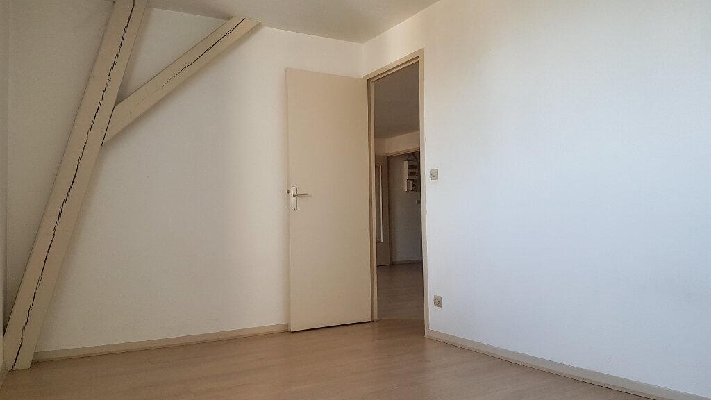Appartement à louer 3 60m2 à Roanne vignette-3