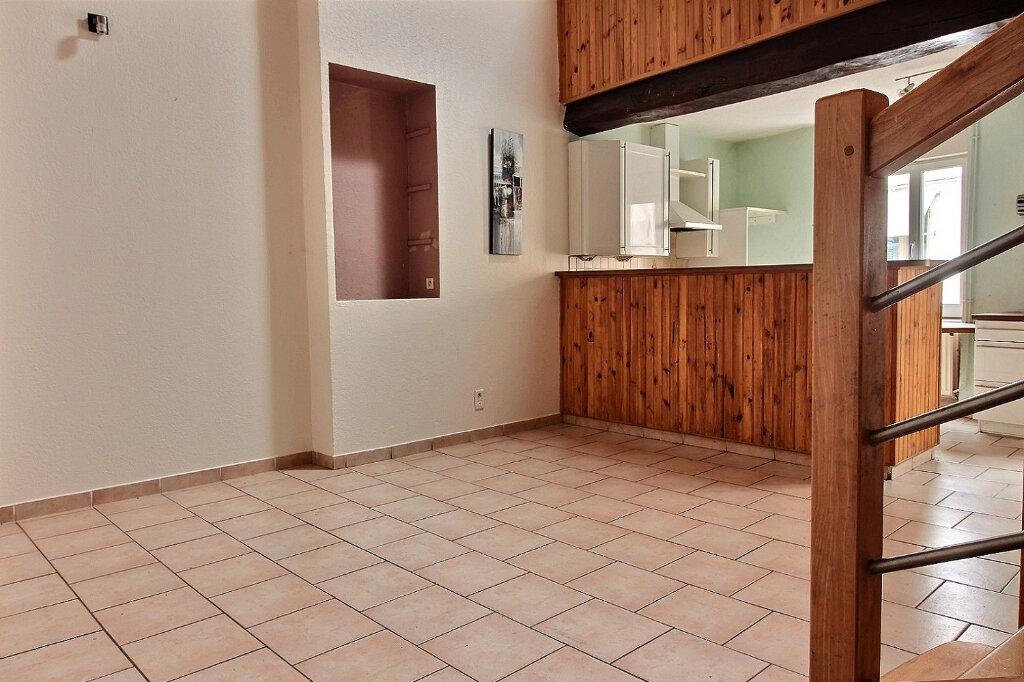 Appartement à louer 5 115.5m2 à Roanne vignette-2