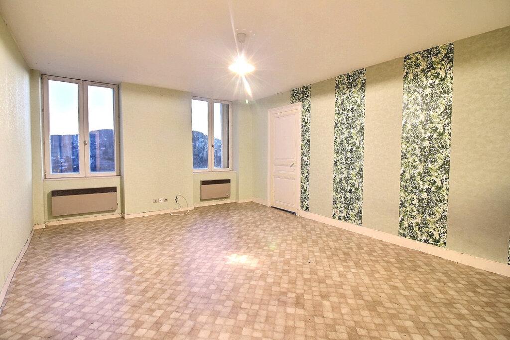 Appartement à vendre 4 102m2 à Chauffailles vignette-1