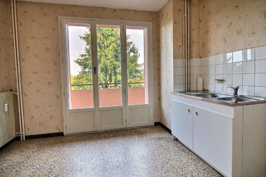 Appartement à louer 3 55m2 à Roanne vignette-2