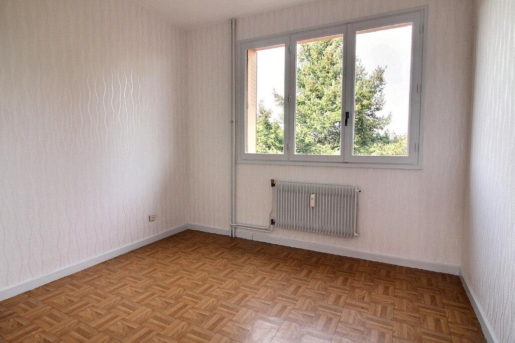 Appartement à louer 3 55m2 à Roanne vignette-3