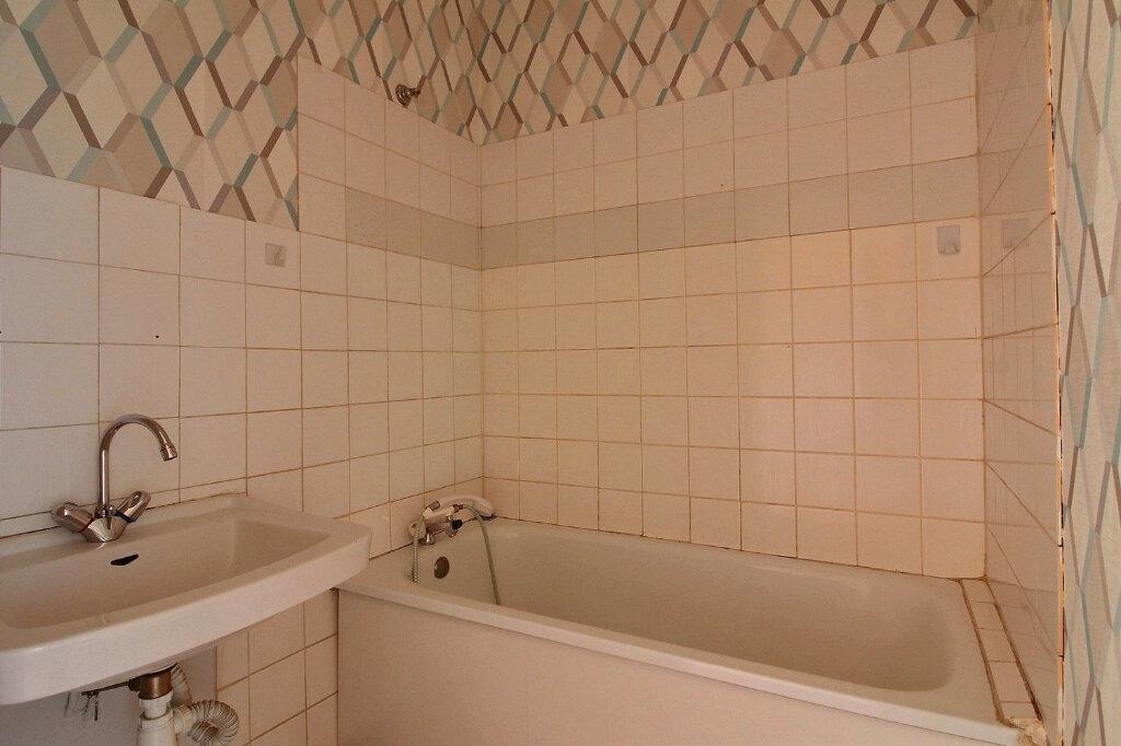 Appartement à louer 3 55m2 à Roanne vignette-4