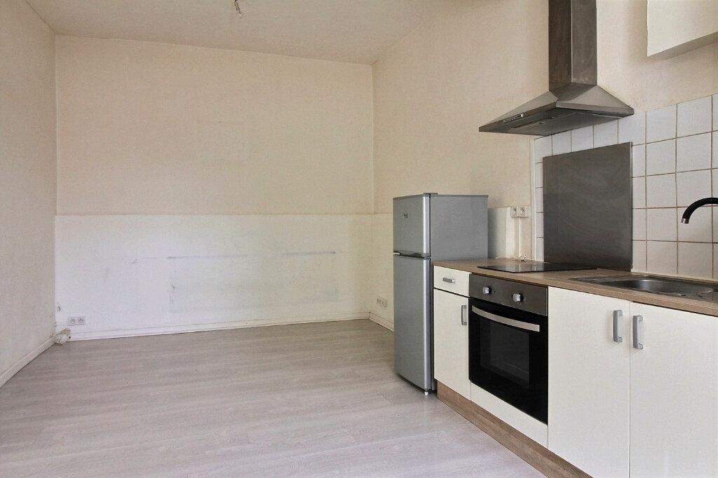 Appartement à louer 2 34m2 à Roanne vignette-1