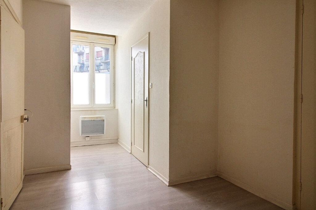 Appartement à louer 2 34m2 à Roanne vignette-3