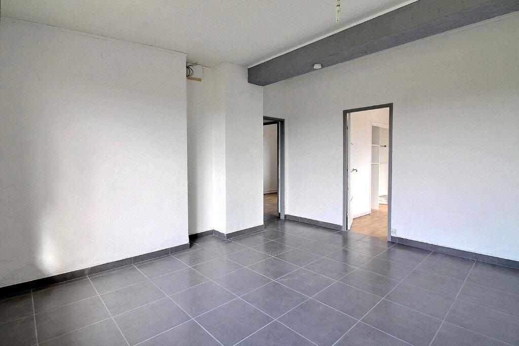 Appartement à louer 3 53m2 à Roanne vignette-1