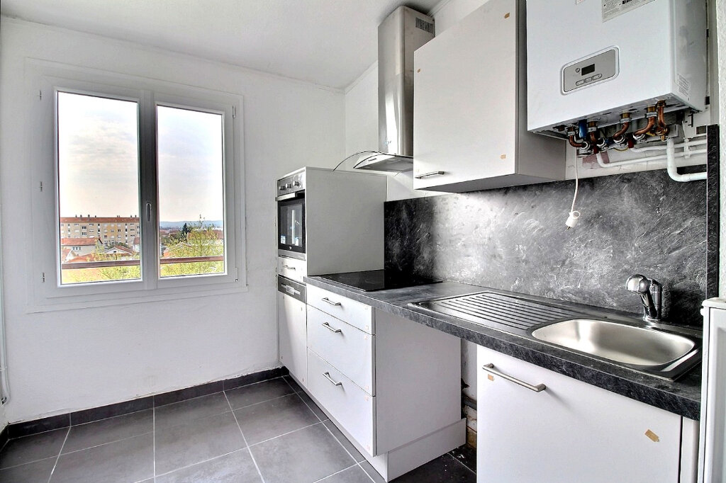 Appartement à louer 3 53m2 à Roanne vignette-2
