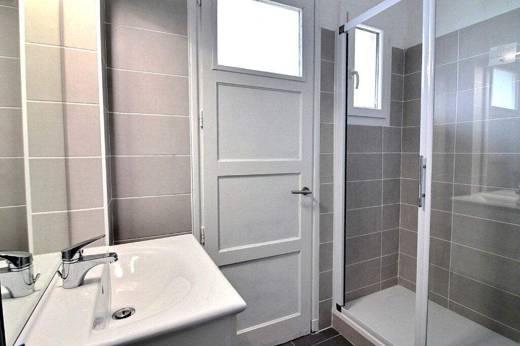 Appartement à louer 3 53m2 à Roanne vignette-3