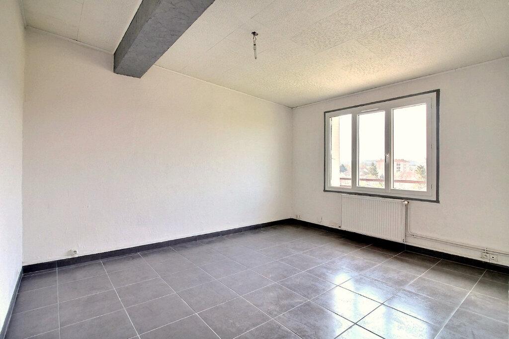 Appartement à louer 3 53m2 à Roanne vignette-4