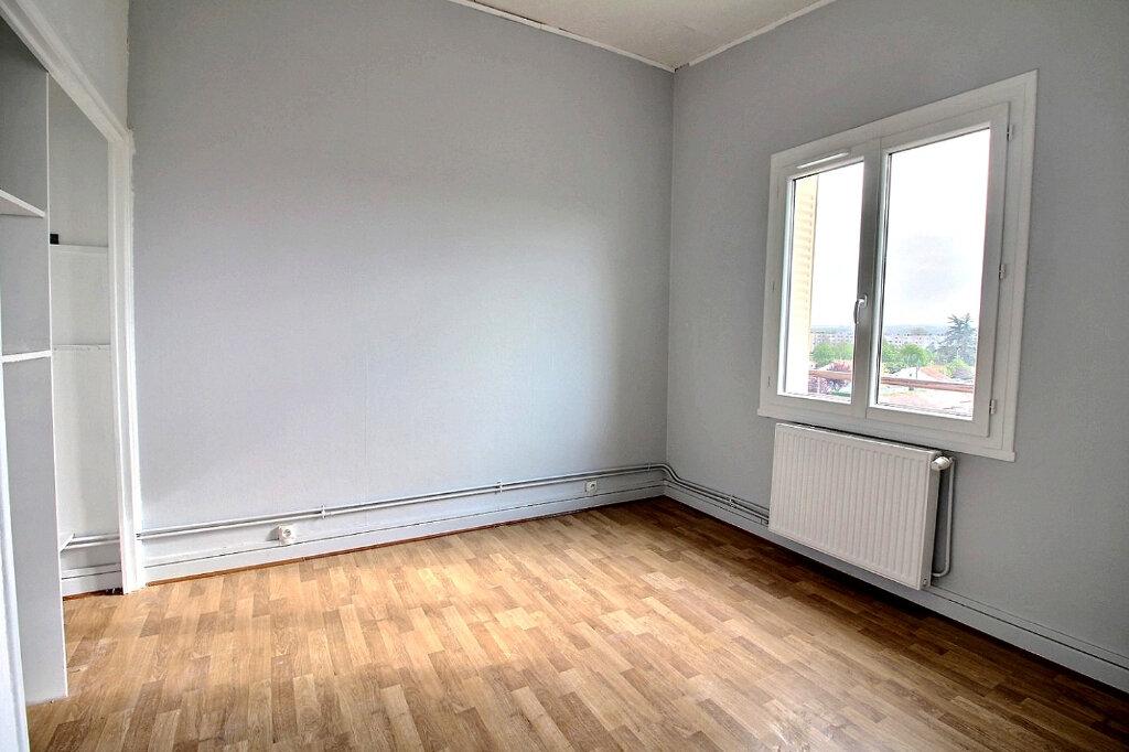 Appartement à louer 3 53m2 à Roanne vignette-5