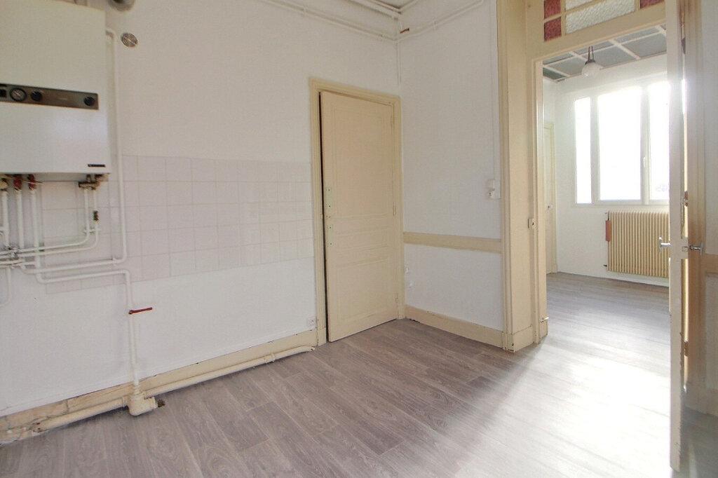 Appartement à louer 4 90m2 à Roanne vignette-3